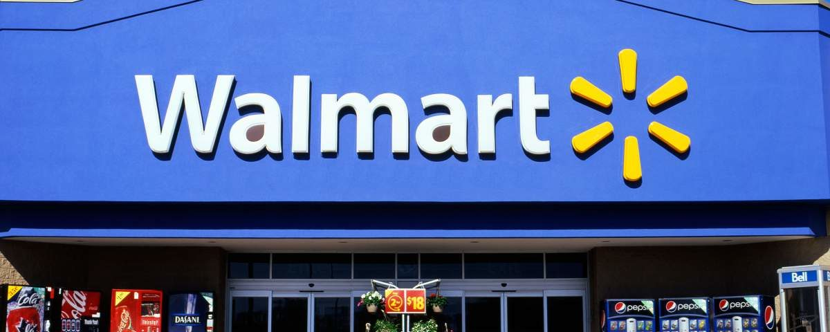 CTJJ5N Front view of a Walmart supercentre store exterior sign logo Ontario Canada  KATHY DEWITT. Image shot 05/2012. Exact date unknown.